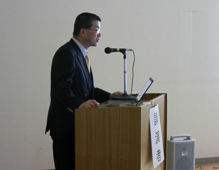 講演する嵯峨弘前大食料科学研究所長