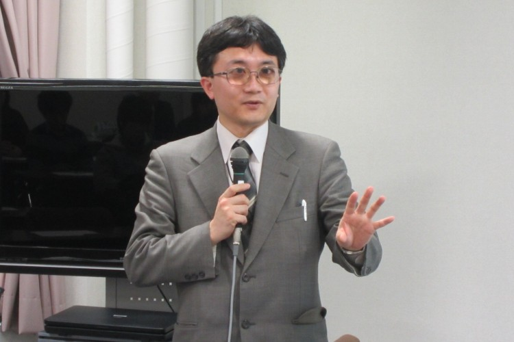 講演する川村暁氏