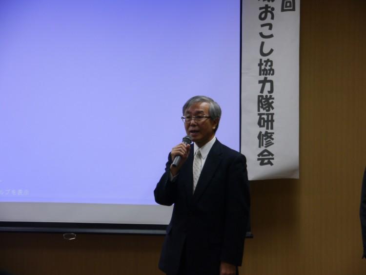 開催の挨拶をする佐藤学長