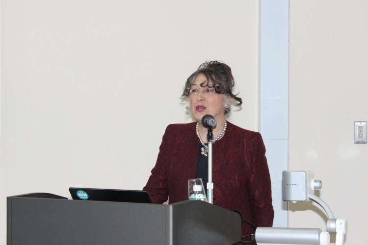 ニューカッスル大学カルメン・ハバード(Lecturer,Research Manager)による基調講演