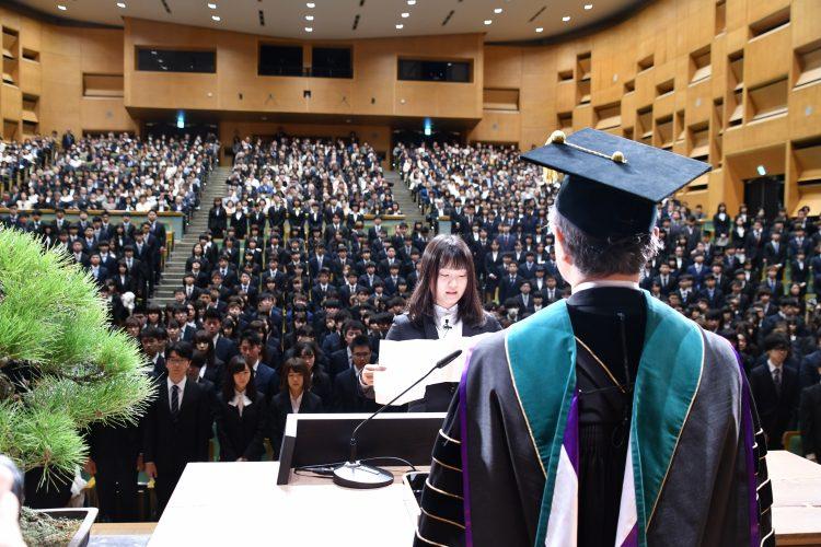 学生宣誓の様子