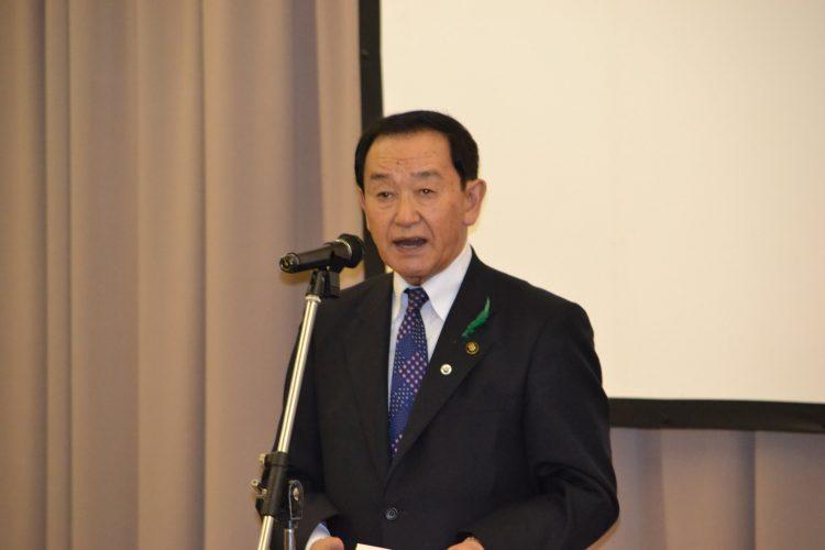 挨拶する長尾平川市長