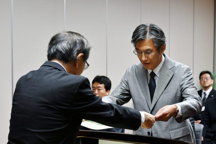 石川隆二教授