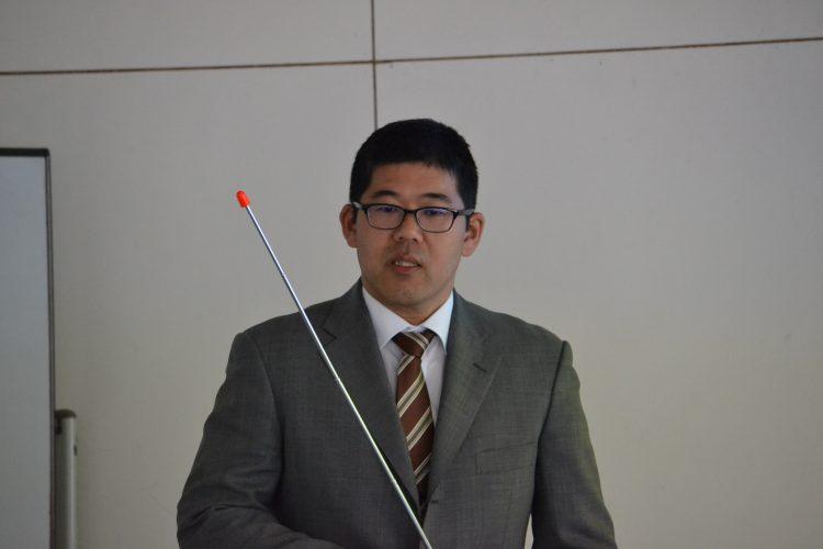 報告する高田准教授