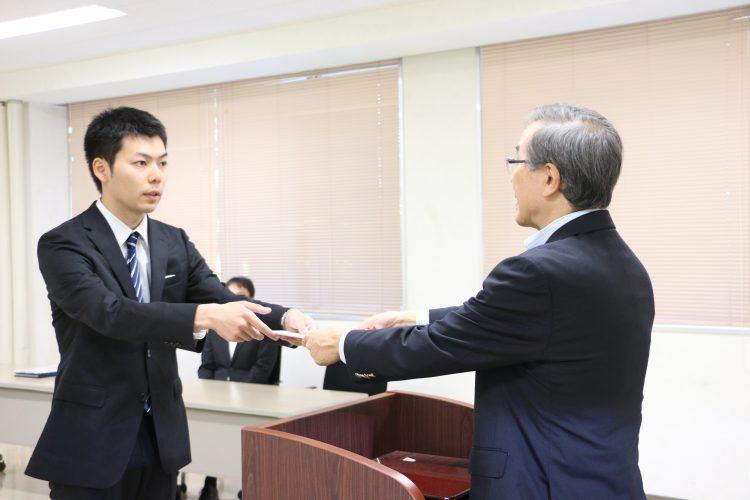 弘前大学観光マイスターの称号を授与 される大林さん