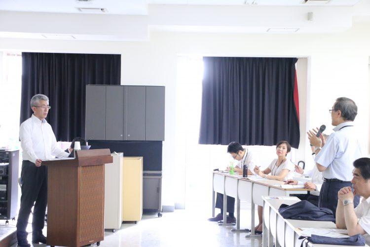 質疑応答する佐藤弘前大学長と櫻田弘前市長