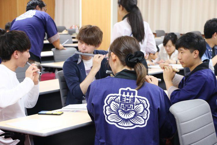 指導を受ける学生