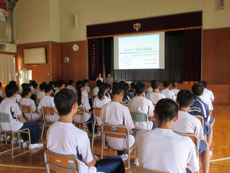東目屋中学校での講演