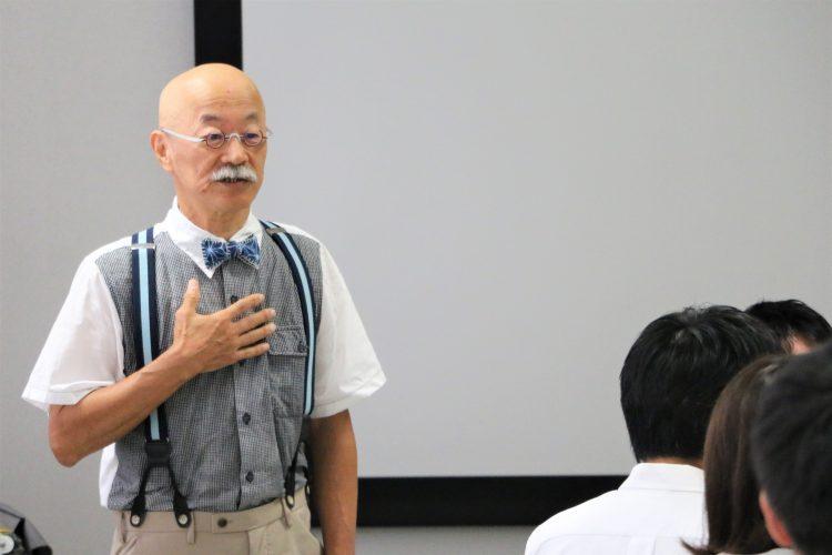 講演を行う石川教授