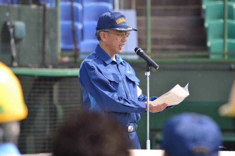 統監(櫻田弘前市長)講評と閉会式の様子