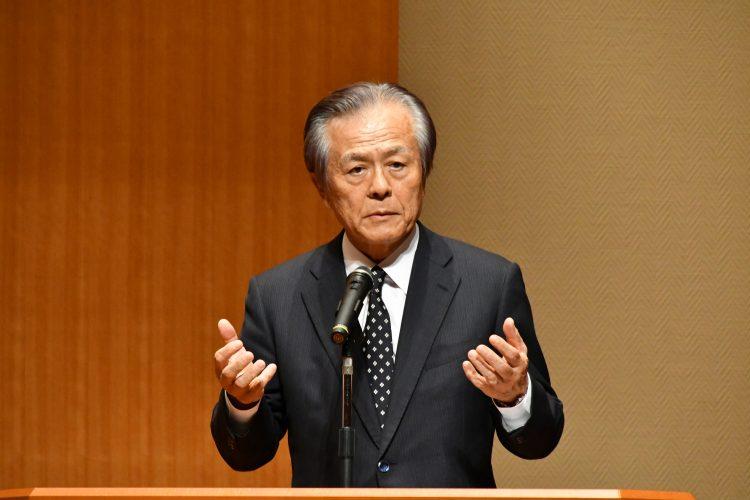 来賓挨拶する小宮山COI STREAMガバニング委員会委員長