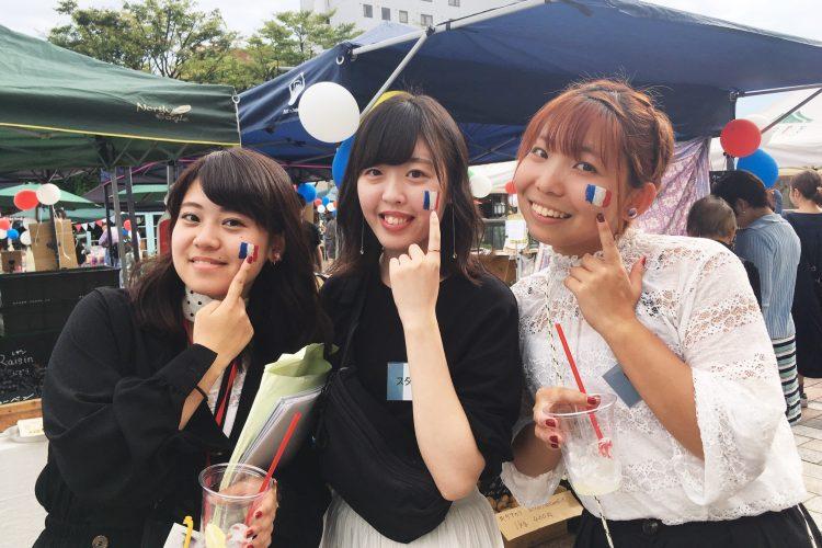 弘前グローカル・アクション代表の齋藤さん(写真左)ら