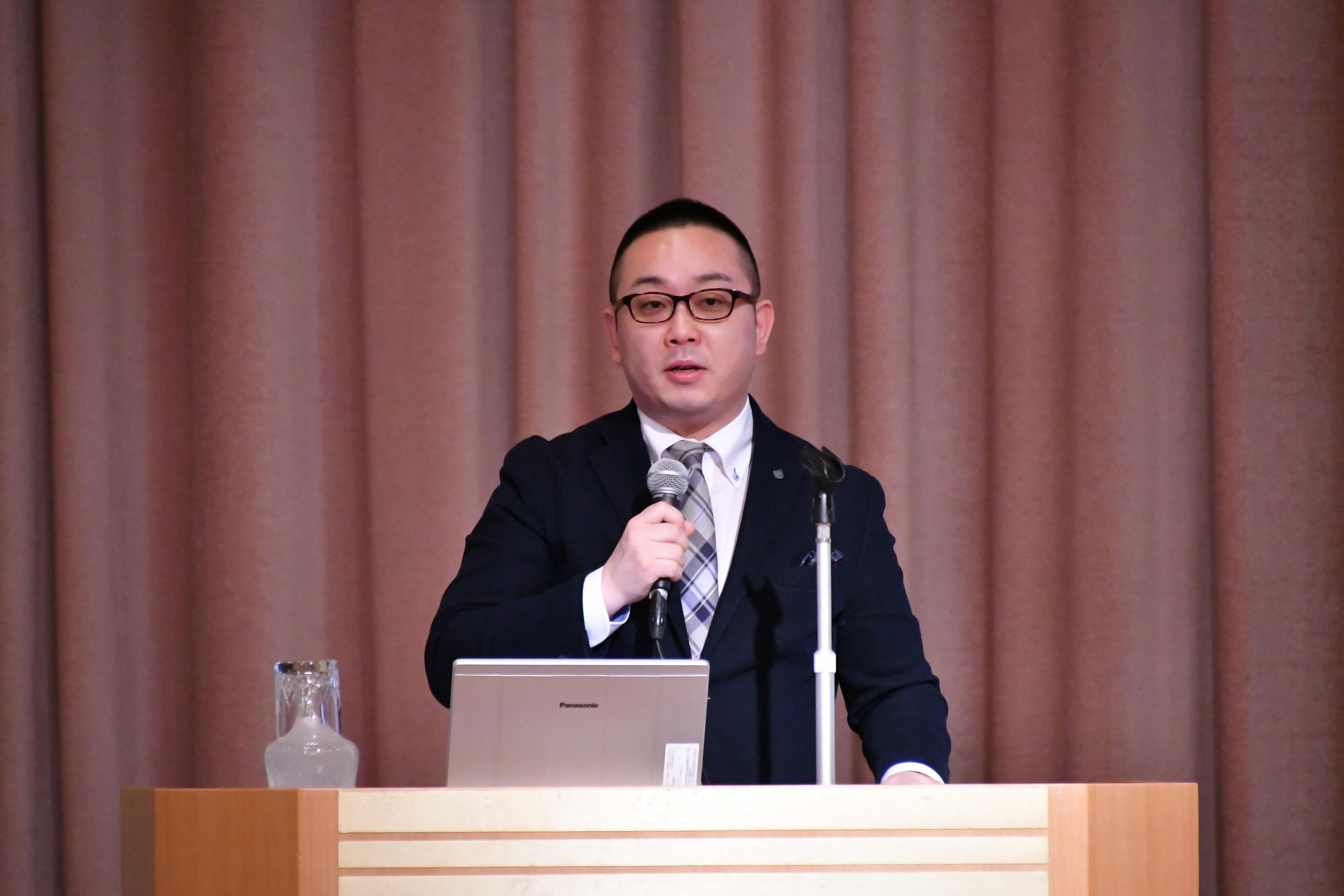 講演する松坂暢浩氏