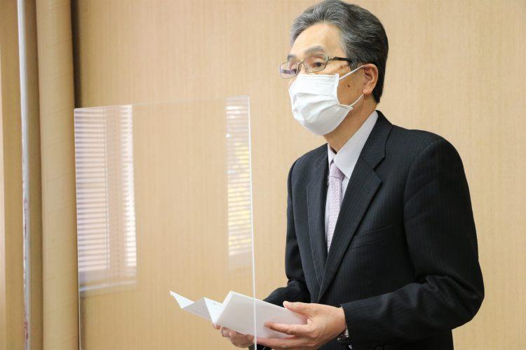 告辞を読み上げる福田カレッジ校長(弘前大学長)